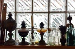 Samling för olje- lampa för tappning framtill av väggen för glass tegelsten Arkivbilder
