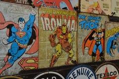 Samling för Superheroesmetalltecken Arkivfoto