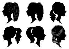 Samling Kontur av ett huvud av en söt dam i olika ramar Flickan visar en frisyr för kvinna s på medel- och långt hår stock illustrationer