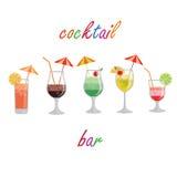 Samlingen av alkoholcoctailar och annan dricker Royaltyfri Fotografi