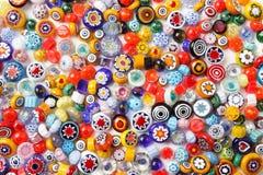 Samlingen av färgrikt exponeringsglas pryder med pärlor Kulört Venetian, Murano exponeringsglas, millefiori Fotografering för Bildbyråer