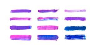 Samlingen av lilor med den drog blåtthanden målar, färgpulverborsten slår, borstar, linjer vattenfärgen som isoleras på vit bakgr stock illustrationer