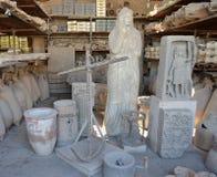 Samlingen av objekt grundar under utgrävningar i forntida Pompeii Royaltyfria Bilder