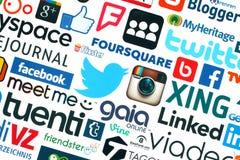 Samlingen av populära sociala massmedialogoer skrivev ut på vitbok Arkivbilder