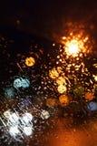 samlingen tappar naturregnfönstret Bokeh nattstad Arkivbilder