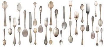 Samlingstappningskedar, gafflar och kniv som isoleras på en vit bakgrund royaltyfri foto