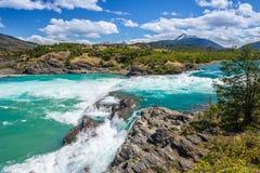 Sammanflöde av bagarefloden och den Neff floden, Chile royaltyfri bild
