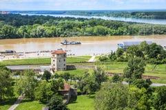 Sammanflöde av Donauen och Sava River i Belgrade Arkivbild
