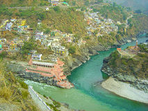 Sammanflöde som bildar floden Ganga i Indien Arkivbilder
