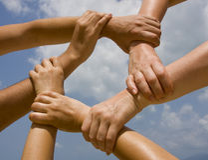 Sammanfogande händer i kedjan Royaltyfria Bilder