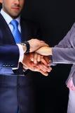 Sammanfogande händer för affärslag Arkivfoto
