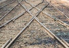 Sammanfogning för två järnvägsspår för drevtrans. royaltyfri fotografi