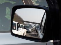 Sammanlagd trafikkaos på motorwayen M1, som bilister sitter i en trafikstockning arkivfoto