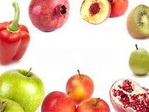 Sammansättning av äpplen, kiwien, pears, pomegranaten och persikan pepprar Royaltyfria Bilder