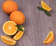 Sammansättning av apelsiner på en träbakgrund royaltyfria foton