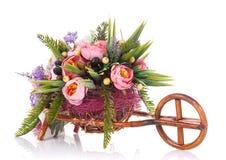 Sammansättning av dekorativa blommor i en kruka Arkivfoton