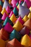 Sammansättning av färgrik konisk vävd bambu Arkivfoto