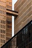 Sammansättning av fasader av skyskrapor med passagen, i stadens centrum Atlanta, USA Arkivfoto