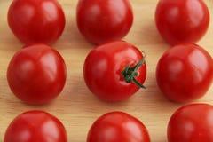 Sammansättning av körsbärsröda tomater royaltyfri foto