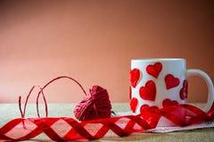 Sammansättning för dag för st-valentin` s med en hjort som göras av en röd ro Royaltyfria Bilder