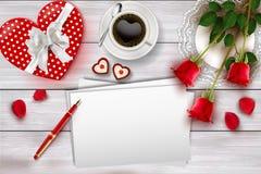 Sammansättning för dagen för valentin` s på trätabellen med hjärtaform anmärker och röda rosor vektor illustrationer