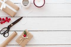 Sammansättning för gåvainpackning fotografering för bildbyråer