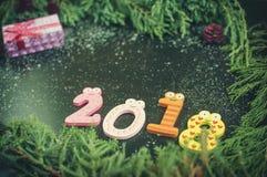 Sammansättning för nytt år med gran-träd, kottar och stearinljus Arkivbild