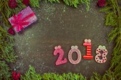 Sammansättning för nytt år med gran-träd, kottar och stearinljus Fotografering för Bildbyråer