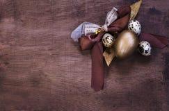 Sammansättning för påskägg i bruna signaler Royaltyfria Foton