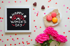 Sammansättning för tappning för dag för kvinna` s av den vita fotoramen med hälsningcitationstecken Royaltyfri Bild