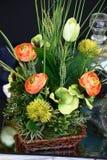 Sammansättning från syntetiska blommor arkivbild