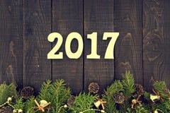 Sammansättning med den dekorerade julgranen och numrerar 2017 som ett s Royaltyfria Bilder
