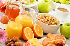 Sammansättning med frukosten på tabellen Balnced bantar Royaltyfria Bilder
