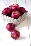 Sammansättning med röda äpplen Arkivfoto