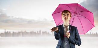 Sammansatt bild av affärskvinnan med paraplyet arkivbild