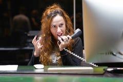 Sammansatt bild av affärskvinnan som är stressad ut på arbete royaltyfri foto