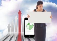 Sammansatt bild av affärskvinnan som rymmer ett plakat Arkivbilder