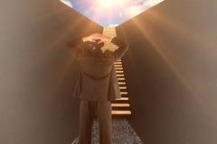 Sammansatt bild av affärsmannen som är stående tillbaka till kameran med händer på huvudet 3d Royaltyfri Foto