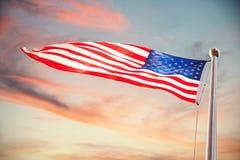 Sammansatt bild av amerikanska flaggan som vinkar över vit bakgrund royaltyfri foto