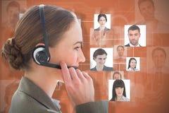 Sammansatt bild av att le affärskvinnan med hörlurar med mikrofon genom att använda datorer Fotografering för Bildbyråer