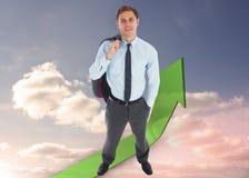 Sammansatt bild av att le affärsmannen som rymmer hans omslag Fotografering för Bildbyråer