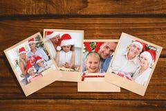 Sammansatt bild av att le gamla par som byter julgåvor Arkivfoton