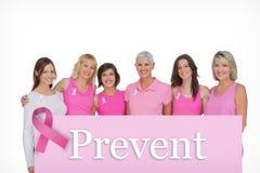 Sammansatt bild av att le kvinnor som bär rosa färger för bröstcancermedvetenhet Royaltyfri Bild