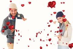 Sammansatt bild av attraktiva par i affisch för vintermodevisning Royaltyfri Fotografi