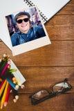 Sammansatt bild av bärande solglasögon för galen hipster Royaltyfri Foto