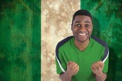 Sammansatt bild av bifallfotbollsfan i grön ärmlös tröja Arkivfoton