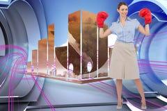 Sammansatt bild av buisnesswomanen som poserar med boxninghandskar Arkivbilder