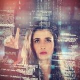 Sammansatt bild av den allvarliga kvinnliga en hacker som använder den digitala skärmen Royaltyfri Bild