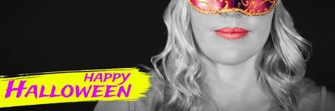Sammansatt bild av den digitala bilden av lycklig halloween text Arkivfoto