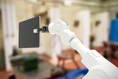 Sammansatt bild av den digitala frambragda bilden av roboten som rymmer den digitala minnestavlan 3d Royaltyfri Foto